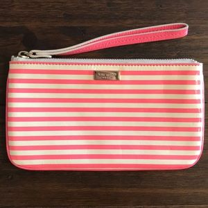 Kate Spade wristlet (used in good conditions)
